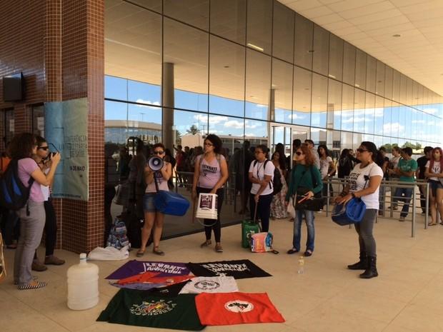 Movimento relembra assassinato de estudante de residência da Univasf há 7 dias (Foto: Paulo Ricardo Sobral/ TV Grande Rio)