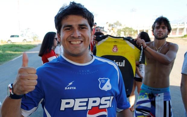 Torcedor do Inter com a camisa de Rentería acompanha treino (Foto: Diego Guichard / GLOBOESPORTE.COM)