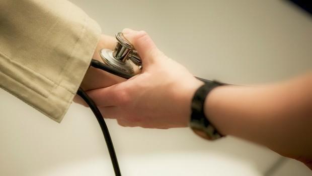pressão arterial alta causas