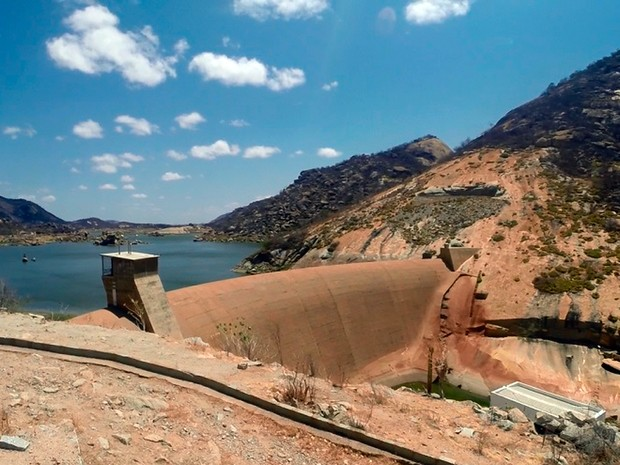 Açude Gargalheiras, em Acari, tem volume d'água mais baixo da história (Foto: Fred Carvalho/G1)