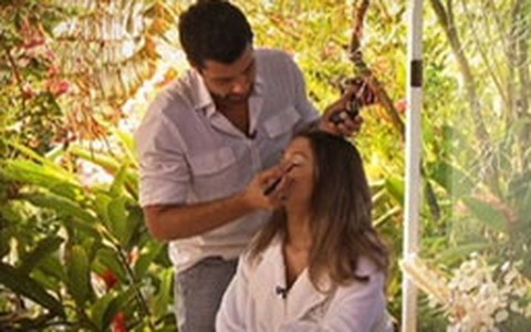 Fernando Torquatto ensina como realçar o rosto com maquiagem