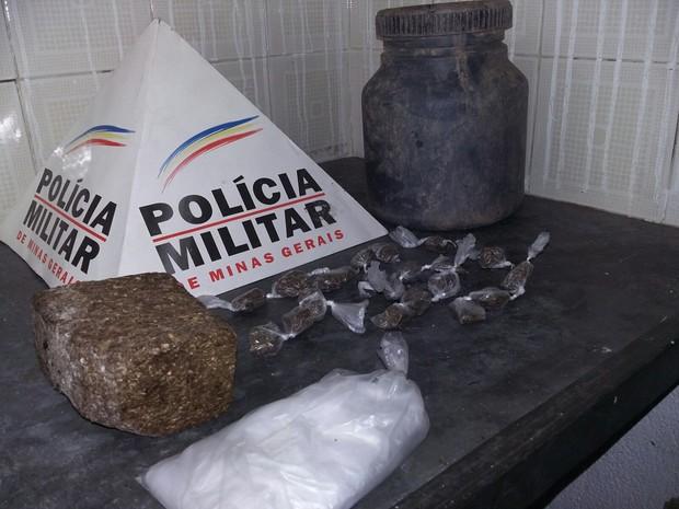 Apreensão drogas em Cláudio (Foto: Polícia Militar/Divulgação)