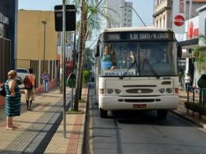 ônibus da empresa CTA em Araraquara (Foto: Laís Françoso/G1)