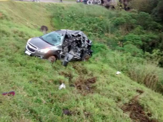 Parte dos veículos ficou totalmente destruída  (Foto: Rosilda Schmidt / Arquivo pessoal)
