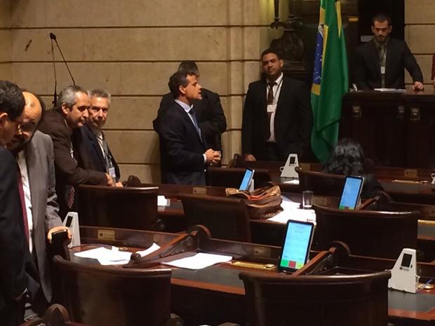 O vereador Leonel Brizola Neto discursou contra o projeto. (Foto: Marcelo Elizardo/ G1)
