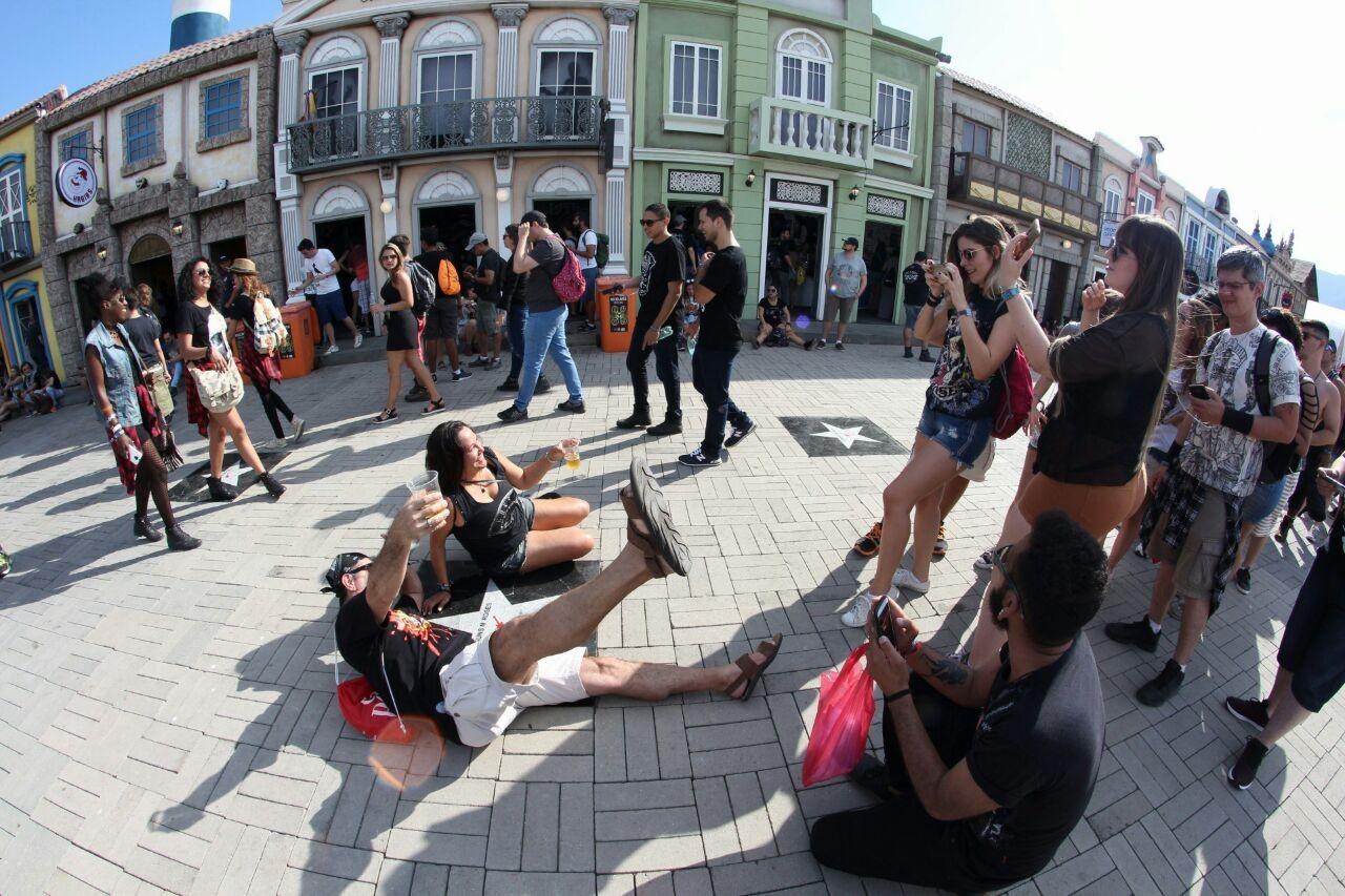 Atrao principal do Palco Mundo, Guns N' Roses atrai muitos fs ao festival (Foto: Fabiano Leone / Multishow)