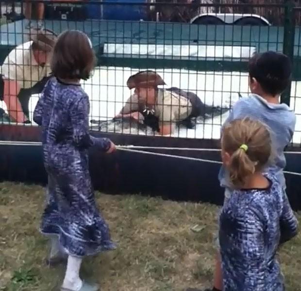 Várias crianças acompanhavam o show quando ocorreu o acidente. (Foto: Reprodução)