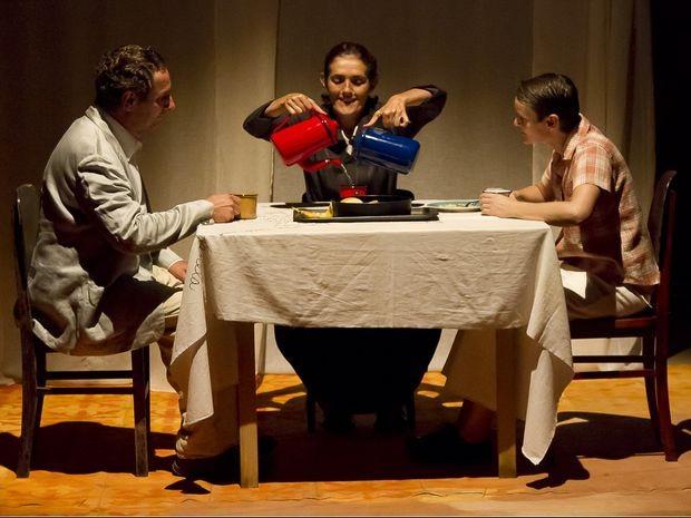 Grupo Atrás do Pano apresenta espetáculo 'Por parte de pai' em Aracaju (Foto: Guto Muniz / Divulgação)