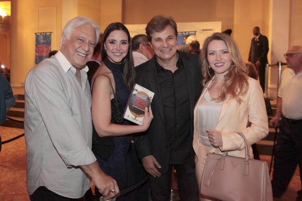 Antonio Fagundes, Alexandra Martins, Edson Celulari e Karin Roepke (Foto: Isac Luz / EGO)