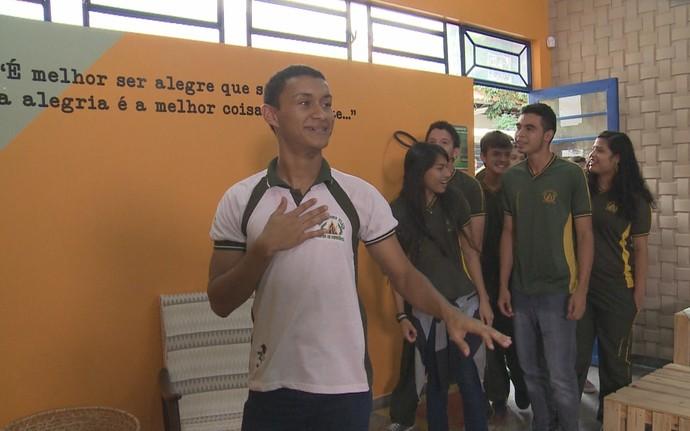 Alunos se surpreendem com resultado da reforma (Foto: Rede Amazônica)