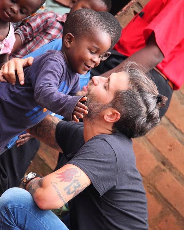 Bruno Gagliasso em viagem ao Malawi, na África (Foto: Reprodução/Instagram)