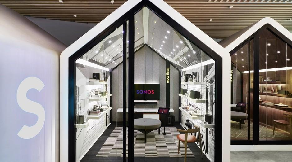Na loja de equipamentos de som da Sonos, cada espaço simula um ambiente da casa (Foto: Divulgação)