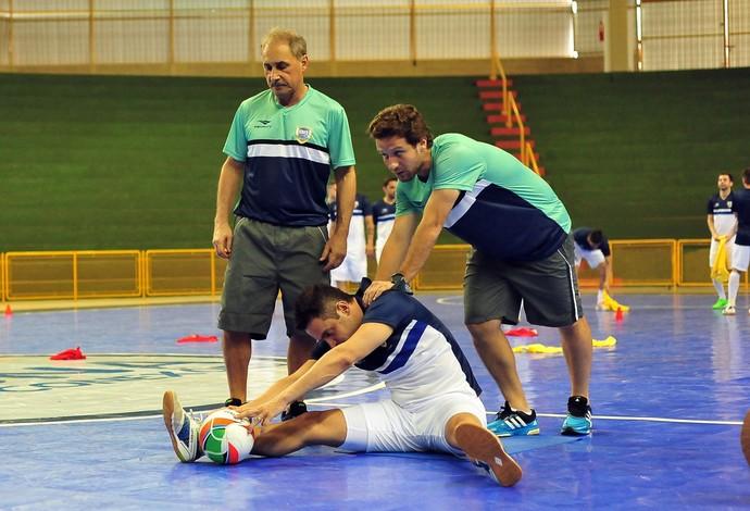 Falcão fisioterapeuta grand prix futsal uberaba (Foto: Ricardo Artifon/CBFS)
