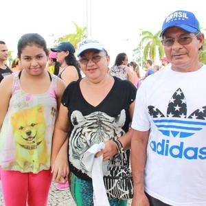 Família participa da caminhada do Medida Certa (Foto: Isabella Pina)