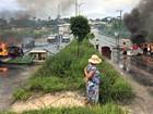 Após alagamentos de casas em Manaus, moradores interditam via