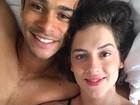 Sophia Abrahão e Sergio Malheiros mostram intimidade em foto na cama