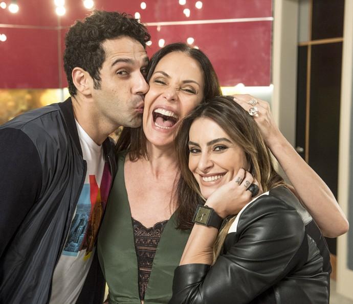 Nos bastidores, o clima familiar já tomou conta do elenco (Foto: Ramón Vasconcelos/Globo)