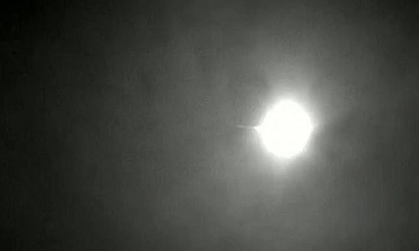 Luzes de meteoro foram capturadas no sul do país na madrugada de quinta-feira (Foto: BBC)