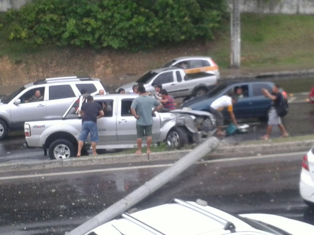 Acidente ocorreu na tarde deste domingo (3) (Foto: Valter Araújo/TV Amazonas)