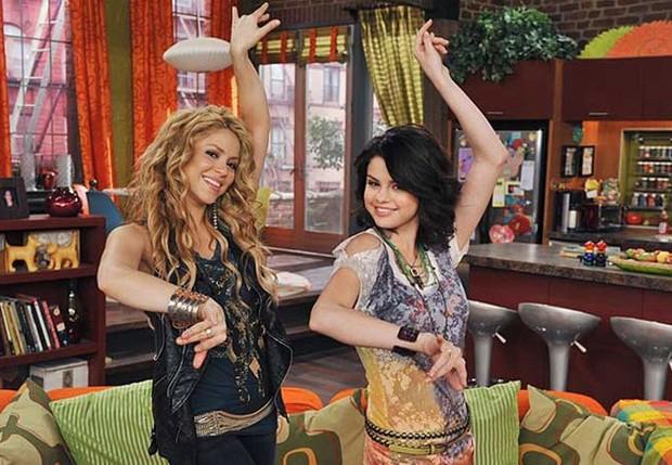 Shakira e Selena Gomez (Foto: Disney Channel)