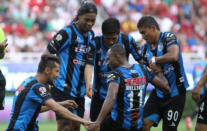 Ronaldinho Gaúcho gol William Queretaro (Foto: EFE)