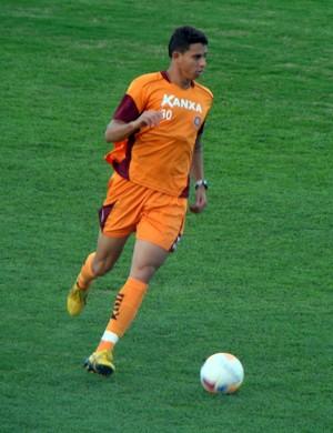 Bruno, de 22 anos, deve entrar na lateral esquerda, enquanto Pirão joga pelo meio. (Foto: Divulgação Boa Esporte)