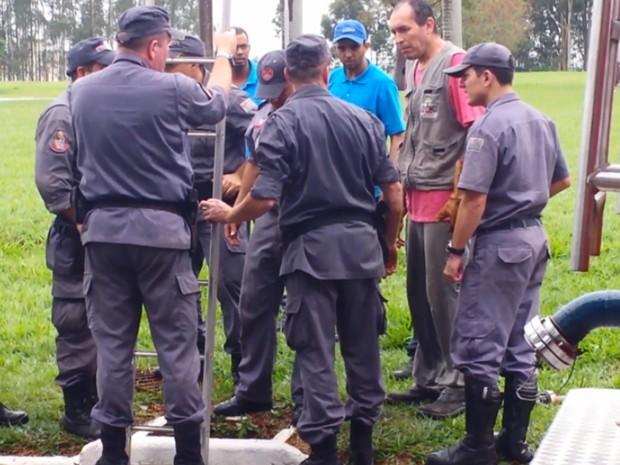 Diversas equipes participam da captura da onça (Foto: Elizandra Carelli / EPTV)