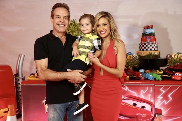 Gilberto Zaborowsky, Luisa Mell e Enzo (Foto: Manuela Scarpa/Brazil News)