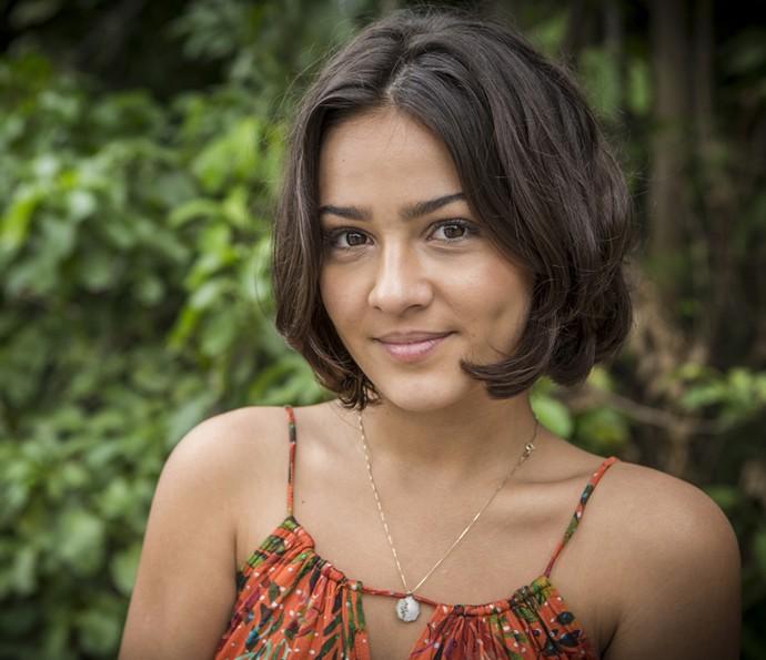Giullia Buscacio aprova o novo visual de Olívia (Foto: Inácio Moraes/ Gshow)