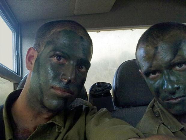 Fishbein e Benjamin, ambos dos EUA, serviram juntos no Exército israelense (Foto: AP)