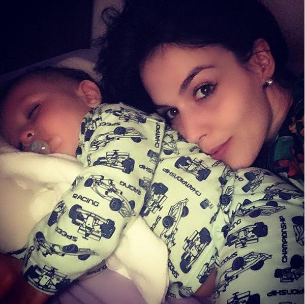 Karen Brusttolin e o filho (Foto: Reprodução/Instagram)