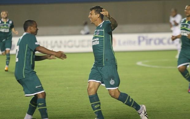 Neto Baiano marca seu primeiro gol pelo Goiás (Foto: Rosiron Rodrigues / Goiás E.C.)