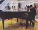 Novo astro do futebol chinês, brasileiro Oscar publica vídeo tocando piano