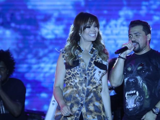 Solange Almeida e Xand, do Aviões do Forró, em show em Crato, no Ceará (Foto: Fred Pontes/ Divulgação)