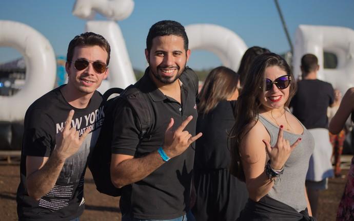 Fãs fazem pose para clique do Gshow no festival João Rock 2016 (Foto: Mateus Rigola/Gshow)