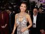 Thalia arrasa com vestido decotado em prêmio nos Estados Unidos
