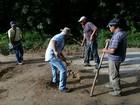 Moradores de Itaóca, SP, se unem para arrumar 24 km de estradas