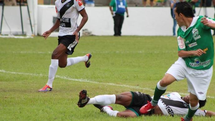 Samuel marca ma vitória do Luverdense (Foto: Assessoria/Luverdense Esporte Clube)