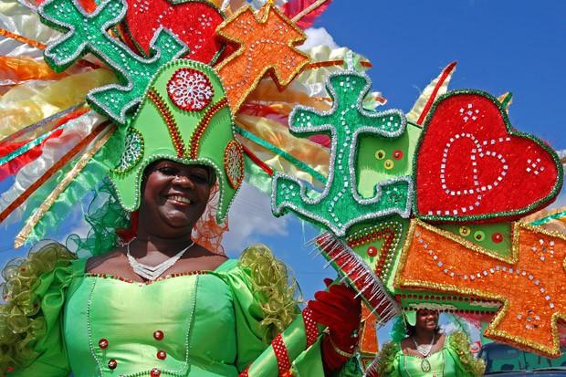 Muito amor durante a Gran Marcha, o desfile do Domingo de Carnaval (Foto: © Haroldo Castro/ÉPOCA)