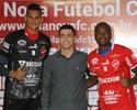 Vila Nova apresenta Saulo e Reniê e intensifica disputa no gol e na defesa