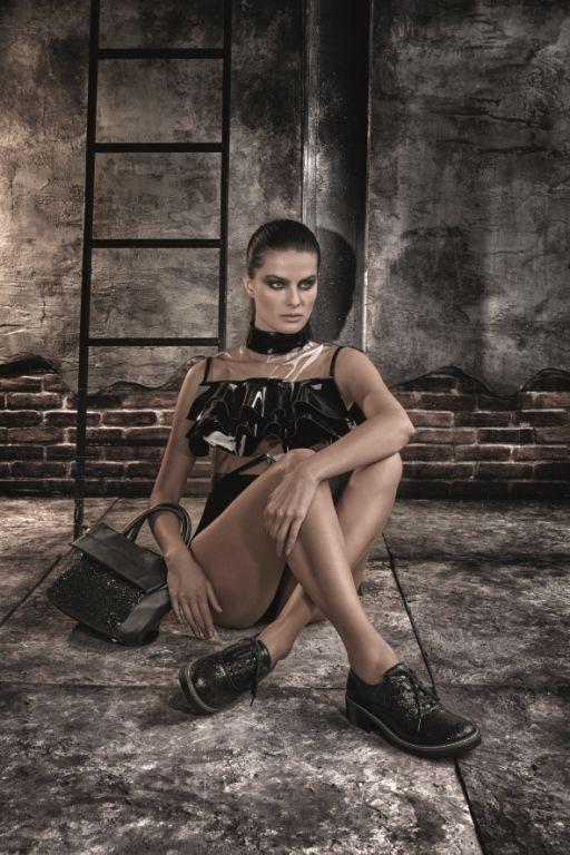 Isabeli Fontana estrela a campanha de inverno da Mundial Calcados  (Foto: Divulgação)