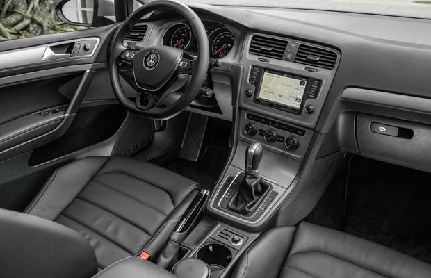 Interior do Volkswagen Golf 1.6 nacional (Foto: Marcos Camargo / Autoesporte)