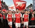 Com listra vertical no meio, Arsenal lança camisa para próxima temporada