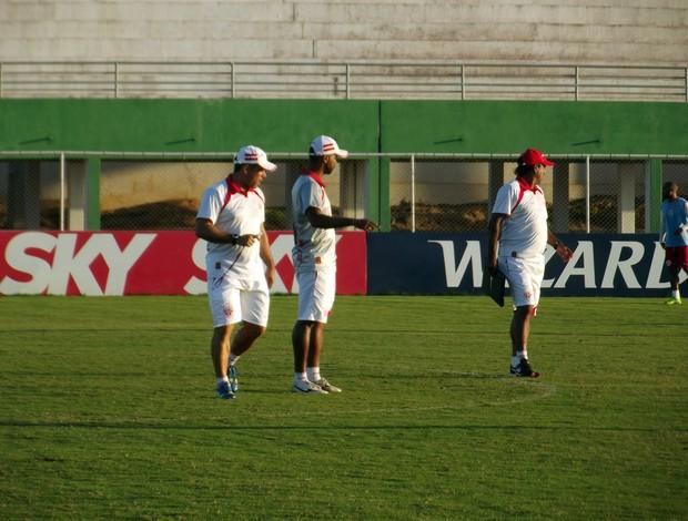 Leandro Sena, técnico do América-RN e seus auxiliares, Severo Júnior e Moura (Foto: Jocaff Souza)