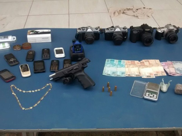 Material foi apreendido na casa do jovem de 23 anos (Foto: Polícia Militar/ Divulgação)
