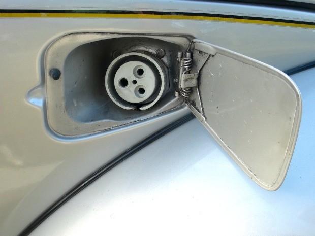 Recarga do Eco Fusca pode ser feita em qualquer tomada comum de 110V e 220V (Foto: Divulgação / Acervo pessoal)