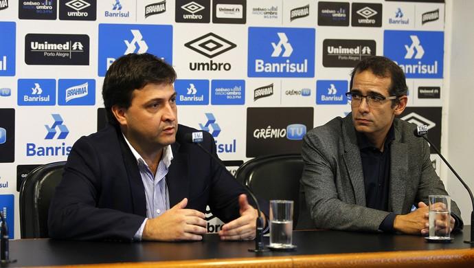 Alberto Guerra é apresentado ao lado de  Alexandre Rolim (Foto: Lucas Uebel / Grêmio, DVG)
