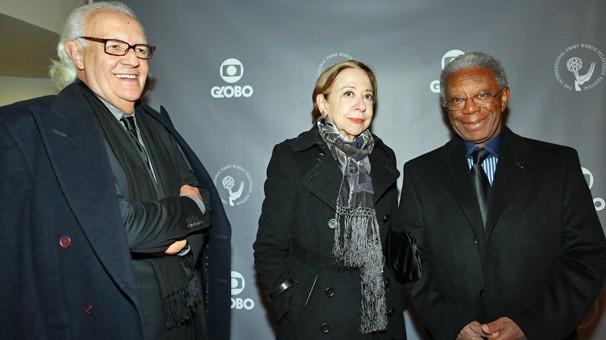 Ney Latorraca, Fernanda Montenegro e Milton Gonçalves no coquetel do Emmy Internacional, no Guggenheim (Foto: Luiz C. Ribeiro/Globo)