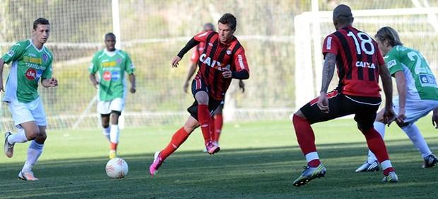 Atlético-PR perde para o Cluj por 3 a 0 (Foto: Gustavo Oliveira/Site Oficial do Atlético-PR)