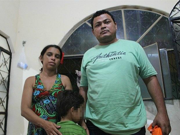 Pais temem que moeda faça mal a organismo do filho de seis anos (Foto: Marcos Dantas/G1 AM)